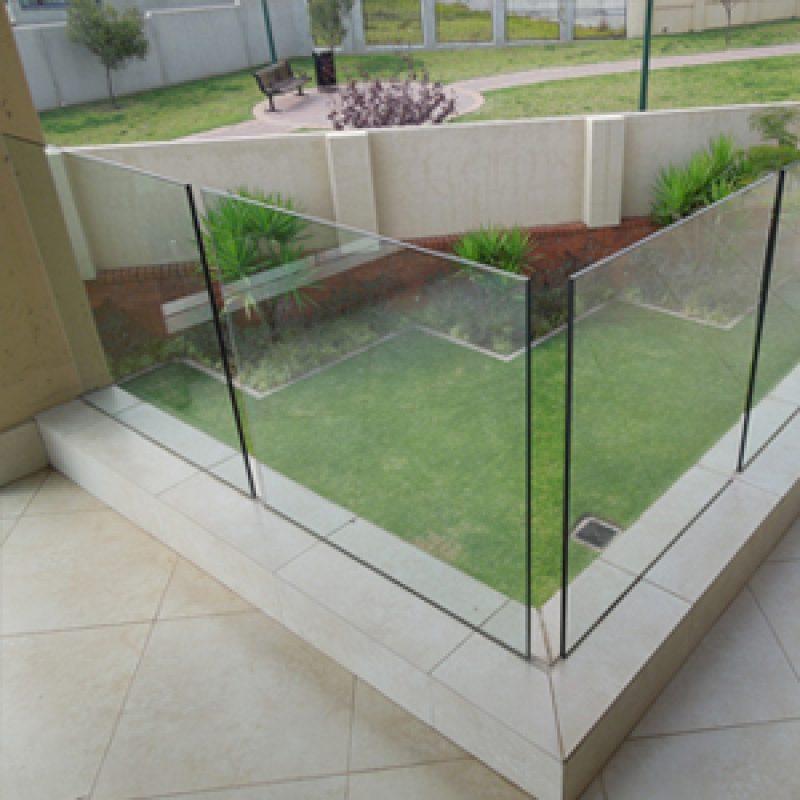 recessed-mounted balustrade